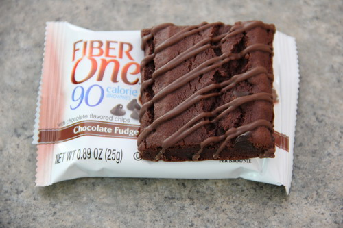 Fiber One Brownies are a moist, rich, chocolatey brownie with chocolate chips and a luscious drizzled topping. Each brownie is 90 calories and 20% of the Daily Value of fiber. Fiber One Chocolate Fudge Brownies oz Brownies 6 ct Box/5().