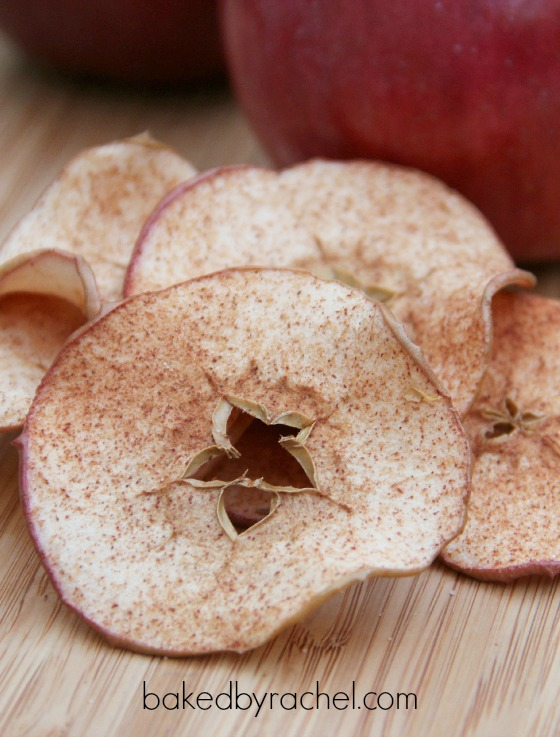 Homemade cinnamon apple chips recipe from @bakedbyrachel A fun snack for the entire family!