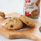 Biscoff Oatmeal Chocolate Chip Cookies
