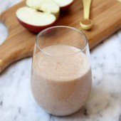 Apple Crisp Smoothie Recipe - bakedbyrachel.com