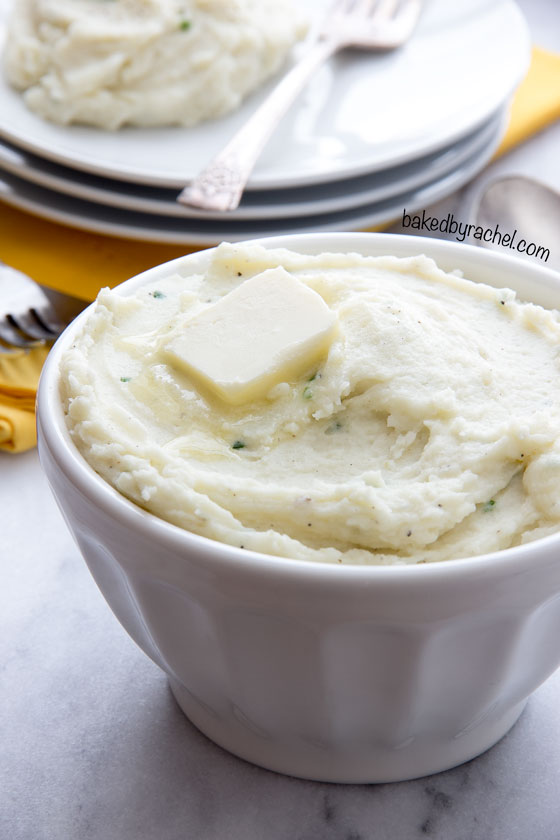 Make holiday meal prep easy with these flavorful make ahead garlic cream cheese mashed potatoes! Recipe at bakedbyrachel.com