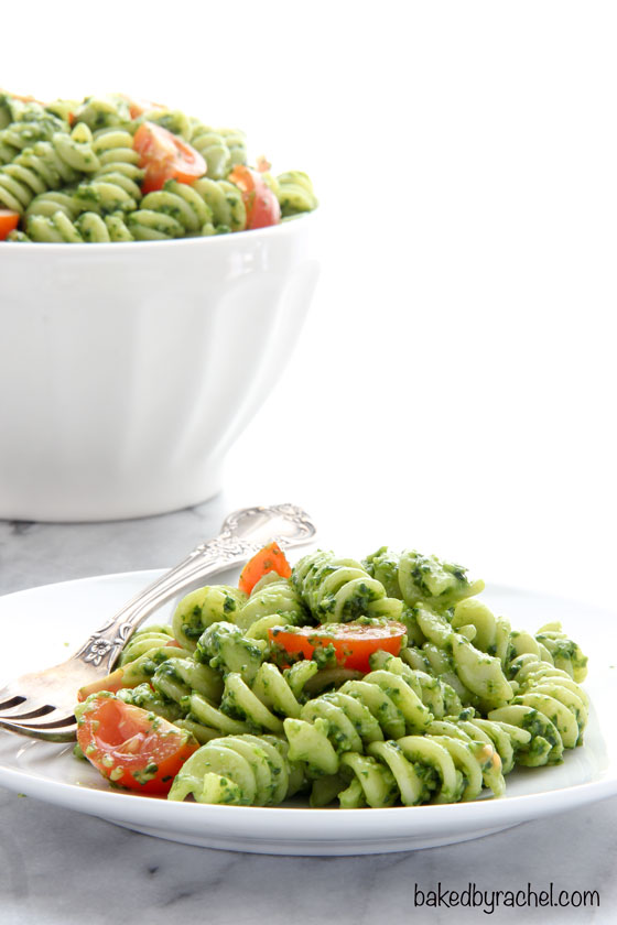 Easy spinach-pesto pasta salad recipe from @bakedbyrachel