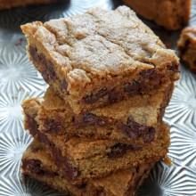 Pumpkin Chocolate Chip Blondie Bar Recipe from @bakedbyrachel