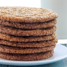 Thin and chewy gingersnap crinkle cookie recipe from @bakedbyrachel