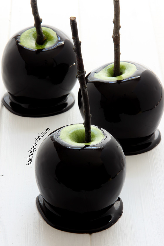 Spooky Black Caramel Apple | Spooky Halloween Dessert Ideas