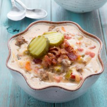 Slow cooker bacon cheeseburger soup recipe from @bakedbyrachel This easy and flavorful soup tastes just like your favorite bacon cheeseburger!