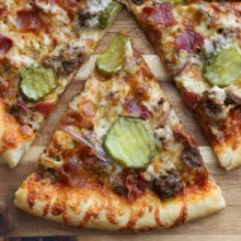 Thin crust bacon cheeseburger pizza recipe from @bakedbyrachel