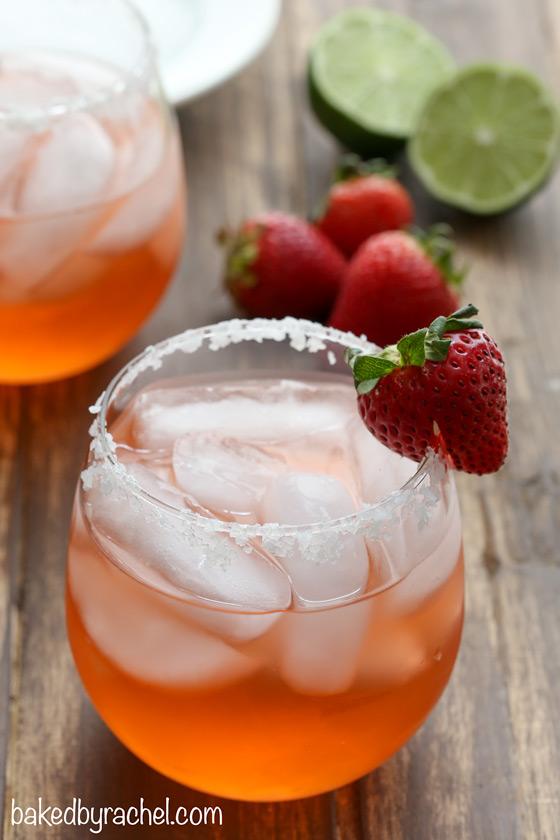 Fresh strawberry margarita recipe from @bakedbyrachel