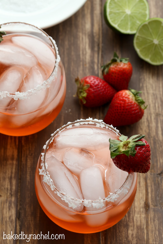 Fresh strawberry margarita recipe from @bakedbyrachel