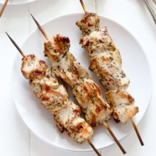 Grilled chicken kabobs with homemade Italian marinade recipe from @bakedbyrachel