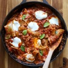 Easy skillet lasagna, ready in just 30 minutes! Recipe from @bakedbyrachel