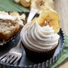 Moist spiced apple cupcakes with cinnamon cream cheese frosting  recipe from @bakedbyrachel