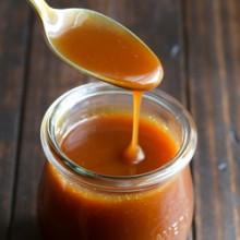 Easy 5 minute microwave caramel sauce recipe from @bakedbyrachel