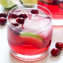 Easy cranberry margarita recipe from @bakedbyrachel A festive Fall cocktail!