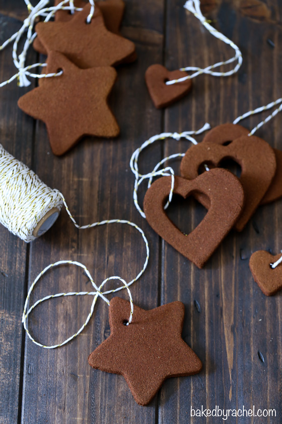 Easy homemade apple cinnamon ornaments from @bakedbyrachel A must make holiday craft!