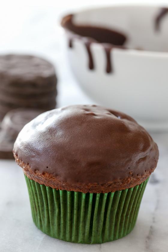 Rich double chocolate thin mint parfait recipe from @bakedbyrachel
