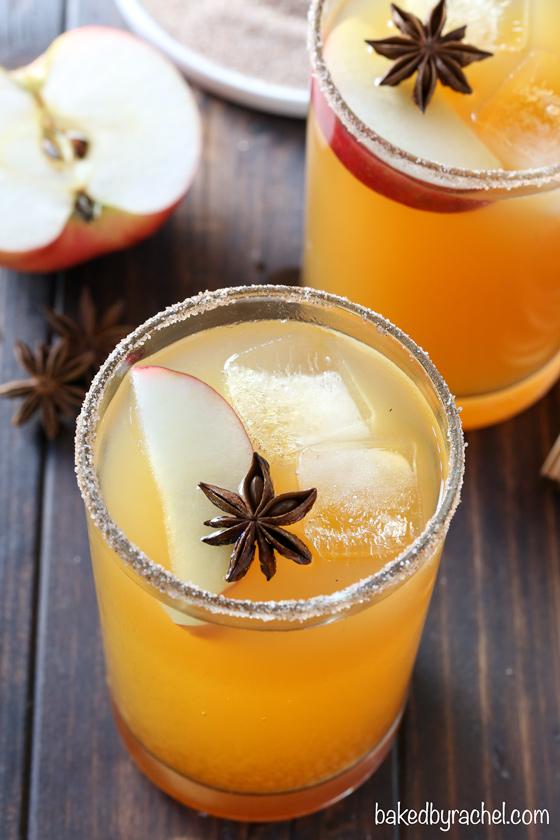 Easy homemade apple cider margarita recipe from @bakedbyrachel