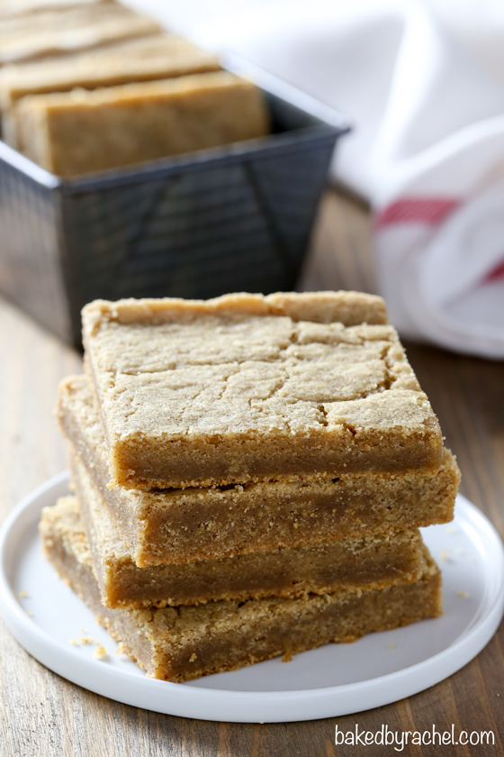 Soft and chewy homemade gingerbread molasses blondie bar recipe from @bakedbyrachel