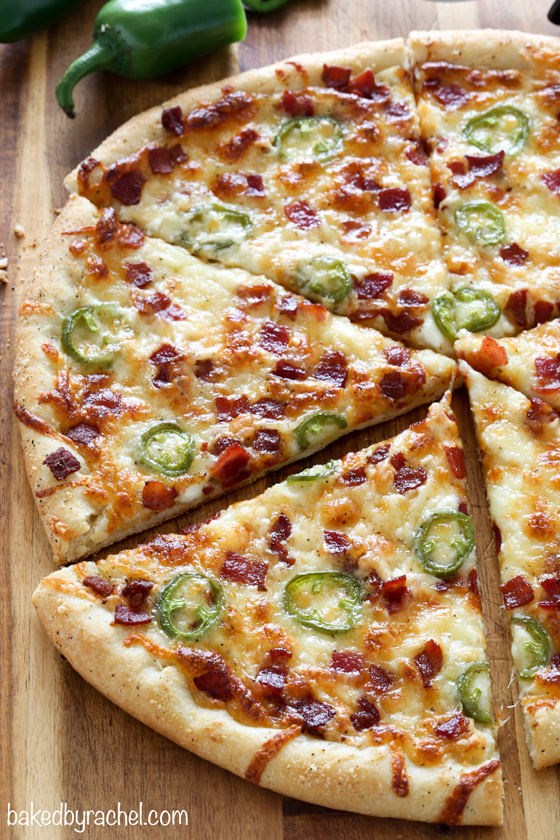Thin crust jalapeño popper pizza recipe from @bakedbyrachel