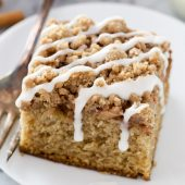 Moist homemade apple cinnamon coffee cake with brown sugar-cinnamon streusel topping and a sweet vanilla glaze recipe from @bakedbyrachel